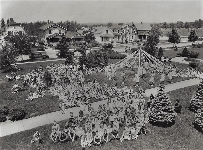 MonroeSchoolMayDay1930s